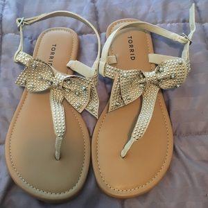 NWOT Torrid Bow Stud Sandals Sz 9 W